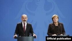 Премьер-министр Армении Никол Пашинян и канцлер Германии Ангела Меркель на совместной пресс-конференции, Берлин, 13 февраля 2020 г.
