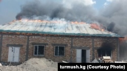 Поджог строящегося здания на месторождении Макмал. 11 апреля 2018 года.