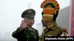 Çin və Hindistan sərhədçiləri mübahisəli sektorda tez-tez qarşılaşırlar (Foto arxivdəndir)