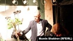 "Гарри Бардин в студии ""Стайер""."
