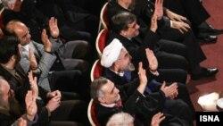 جسن روحانی در جمع هنرمندان در تالار وحدت