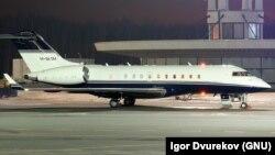 Бизнес-джет Bombardier в аэропорту Пулково. По утверждению ФБК, самолётом за $50 млн. пользовалась Светлана Медведева