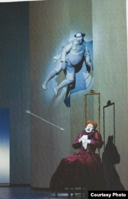 "Сцена из спектакля Роберта Уилсона ""Сонеты Шекспира"""