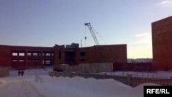 Незавершенное строительство средней школы. Тараз, 20 декабря 2008 года.
