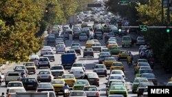 مصرف بنزین و گازوئیل کشور در سال جاری به ترتیب ۷/۵ و ۸ درصد رشد به نسبت سال گذشته داشته و به ارقام روزانه ۷۰ میلیون و ۱۰۵ میلیون لیتر رسیده است.