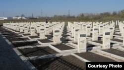 На окраине Назрани расположен мемориальный комплекс, где похоронены жертвы осетино-ингушского конфликта 1992 года. На 192 надгробных памятниках под фамилией человека не проставлена дата смерти – могилы пустые