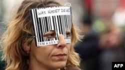 Огромное количество противников глобализации просочились в Германию несмотря на усиленный полицейский контроль
