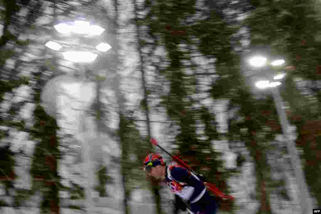 Norway's Ole Einar Bjoerndalen competes in the men's biathlon 15-kilometer mass start. (AFP/Kirill Kudryavtsev)