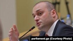 Мамука Бахтадзе обозначил две главные проблемы – оккупацию и бедность, после чего приступил к перечислению успехов страны в цифрах и в рейтингах