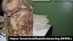 Бідон, в якому зберігся один із архівів документів ОУН-УПА