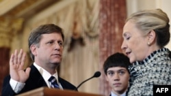 U.S. Secretary of State Hillary Clinton (right) gives the oath of office to ambassador-designate to Russia Mike McFaul in Washington on January 10.