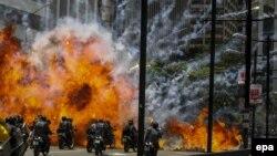 """Протесты в Каракасе в день выборов в """"Конституционную ассамблею"""" 30 июля 2017 года."""