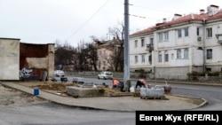 Укладка плитки на улице Пирогова, Севастополь, январь, 2021 год