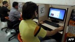 یک کافه اینترنتی در ایران