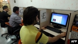 Iran -- People use internet at a cybercafe in the center of Tehran. File photo