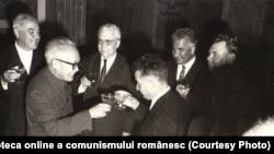 Recepţia oferită de C.C. al P.C.R., Consiliul de Stat şi Consiliul de Miniştri cu ocazia zilei de 23 August. Fototeca online a comunismului românesc; cota: 283/1966