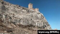 Пам'ятки навколо Генуезької фортеці в Судаку (фотогалерея)