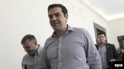 Прем'єр-міністр Греції Алексіс Ципрас іде до парламенту, щоб представити на затвердження свій план реформ, Афіни, 10 липня 2015 року
