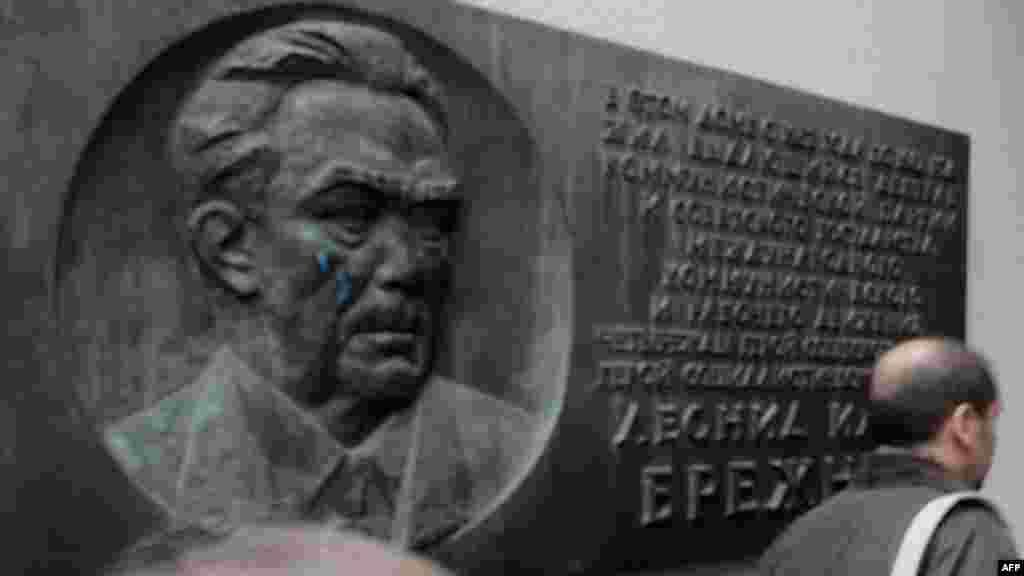 Нимпайкараи Брежнев дар овори Девори Берлин