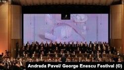 Orchestra și Corul Maggio Musicale Fiorentino în Simfonia a II-a de George Enescu