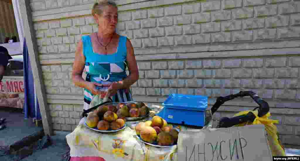 И уже продают за 200 рублей (90 гривен) местный инжир. В этом году он созрел почти на две недели раньше обычного