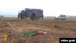 Казан һава аланында очкыч һәлакәткә юлыккан урынны журналистларга күрсәттеләр. 21 ноябрь 2013