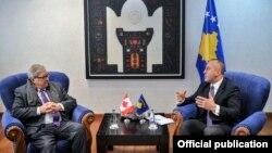 Pamje nga takimi i Ramush Haradinajt me Lloyd Norman Axworthyn