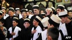 Derviši tokom verske ceremonije u Prizrenu