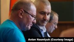 Ільмі Умеров з адвокатами на засіданні суду