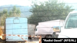 Government forces have set up over a dozen checkpoints along the road connecting Dushanbe and the administrative center of the Rasht district, and are searching passing vehicles and their passengers.