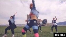Pamje nga videoja e vajzave të dënuara...