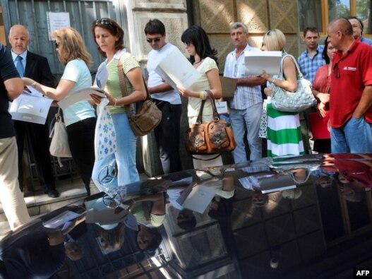 Redovi za vize ispred ambasada - ilustrativna fotografija, Foto: Vesna Anđić