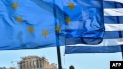 ევროკავშირის და საბერძნეთის დროშები