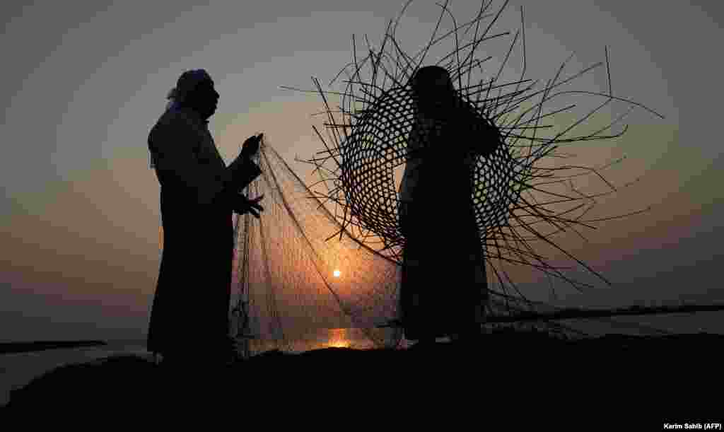 Emirati men weave a fishing net off the coast of Dalma Island in the Persian Gulf, about 40 kilometers from Abu Dhabi. (AFP/Karim Sahib)