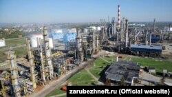 Нефтеперерабатывающий завод в Восточной Европе. Иллюстративное фото.