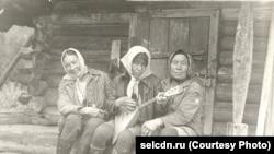 Жительницы старого шорского поселения