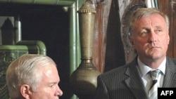 میرک توپولانک، نخست وزیر چک و رابرت گیتس، وزیر دفاع آمریکا(عکس: AFP)