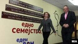 Архивска фотографија -Вицепремиерката Теута Арифи и известувачот во Европарламентот за Македонија Ричард Ховит