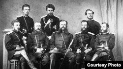 Жети-Суу облусунун администрациясынын кызматкерлери. 1910-жыл.