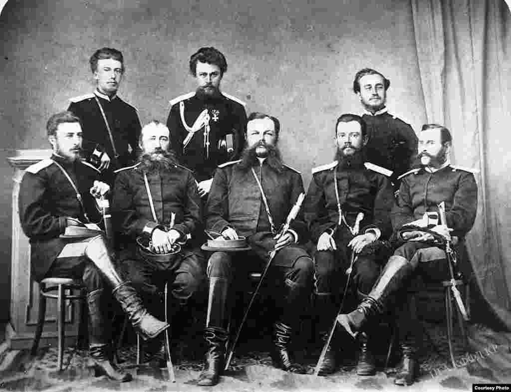 Сотрудники Семиреченской областной администрации. 1910 гг.