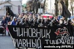 Анархісты на акцыі супраць «дэкрэту аб дармаедах» у Берасьці 5 сакавіка 2017 году