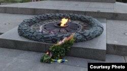 Вечный огонь в парке Славы. Снимок Владимира Ивахненко
