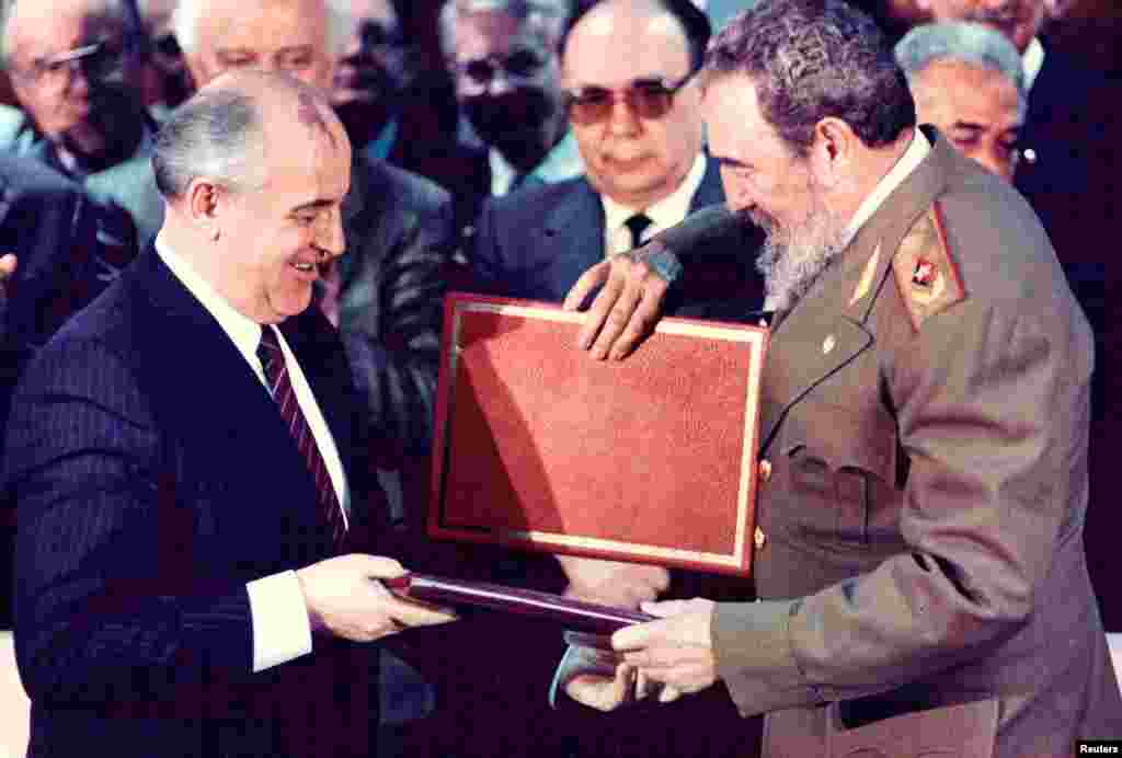 Castro (right) and then-Soviet leader Mikhail Gorbachev exchange documents during a treaty signing ceremony in Havana in 1989.