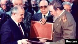 Ozalky sowet lideri Mihail Gorbaçew Kastrony öz ada ýurduny «kuwwatlandyran» lider hökmünde taryplady.