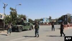 Афганська поліція чергує в центрі Кундуза, 3 жовтня 2016 року