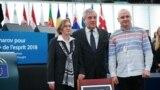 Наталія Каплан (зліва), Антоніо Таяні (центр) і Дмитро Дінзе (праворуч) в Європарламенті 12 грудня 2018 року