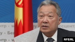 Former Kyrgyz President Kurmanbek Bakiev at a press conference in Minsk on April 23
