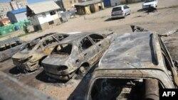 Згорілі автомобілі внаслідок бойових дій у Луганську, липень 2014 року