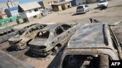Pamje e makinave të djegura gjatë një përleshjeje ndërmjet forcave qeveritare të Ukrainës dhe kryengritësve prorusë në qytetin Luhansk