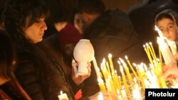 Armenia - Worshipers light candles during a Christmas Eve service at the Surp Sarkis church in Yerevan, January 5, 2019.